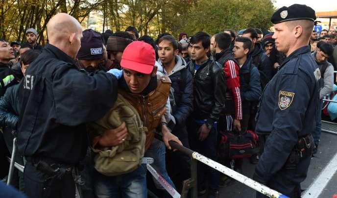 Des contrôles à la frontière entre l'Allemagne et l'Autriche, le 28 octobre 2015.