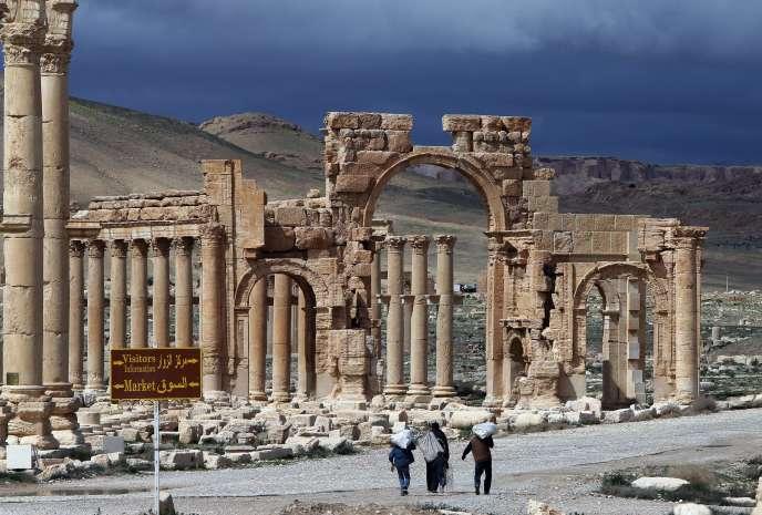 L'Etat islamique contrôle Palmyre depuis le mois de mai et procède régulièrement à la destruction du riche patrimoine archéologique de la ville.