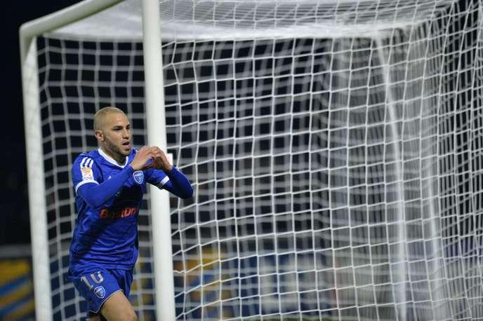 Lakhdar Boussaha, de Bourg-en-Bresse, après son deuxième penalty inscrit contre Nantes, le 28 octobre.