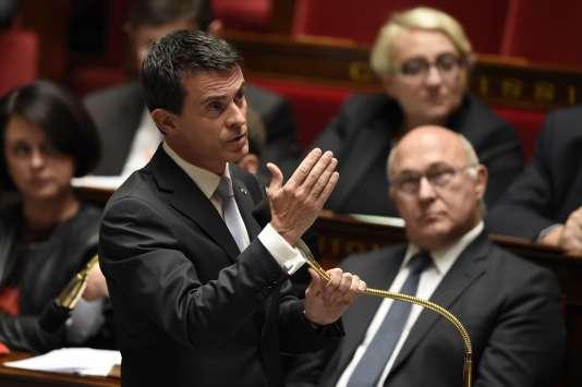 Le premier ministre, Manuel Valls, a annoncé, mardi 3 novembre, le report d'un an de la réforme de la dotation globale de fonctionnement.