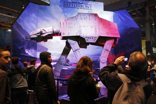 Devant le stand «Star Wars Battlefront», à la Paris Games Week 2015, à la fin d'octobre.