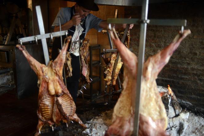 Un grill traditionnel argentin dans un restaurant de Buenos Aires le 27 octobre 2015.