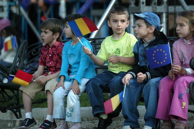 Malgré une amélioration en 2015, la Roumanie est parmi les pays européens dont la jeunesse est la plus exposée à la pauvreté.