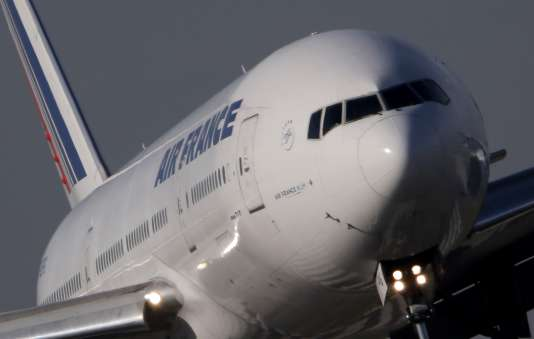 Un Boeing 777 d'Air France atterrissant à Charles de Gaulle en octobre.