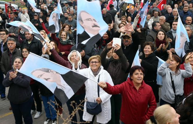 Des partisans du CHP, le 29 octobre à Ankara.