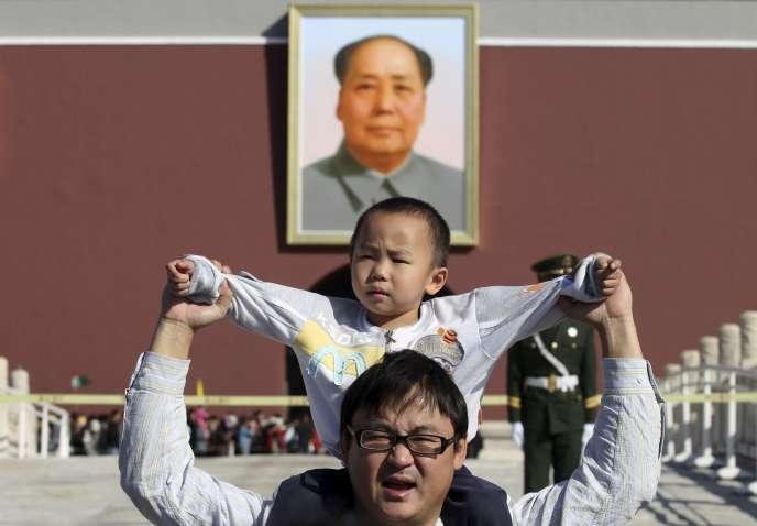 Pékin a annoncé jeudi la fin officielle de l'interdiction pour les couples d'avoir plus d'un enfant, instaurée en 1979 et qui a eu des effets démographiques désastreux.
