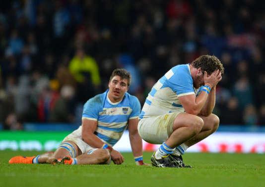 Les Argentins, dépités après leur défaite en demi-finale de la Coupe du monde contre l'Australie, le 25 octobre.