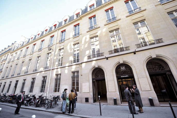 L'entrée de Sciences Po, rue Saint-Guillaume à Paris.
