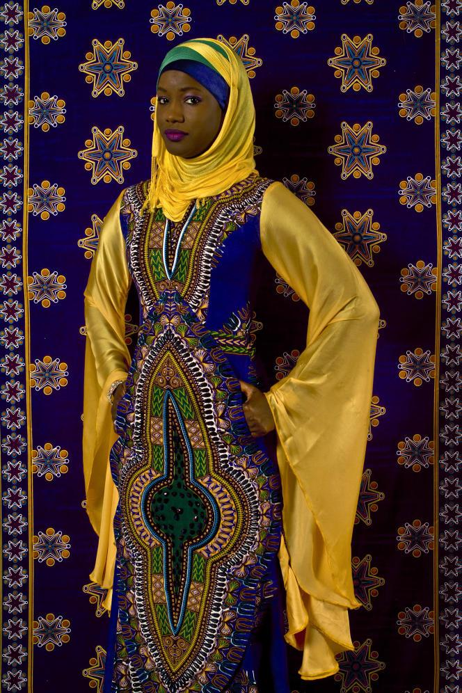 Photographie d'Oumy Ndour réalisée par Omar Victor Diop,  2011. Impression jet d'encre pigmentaire sur papier.