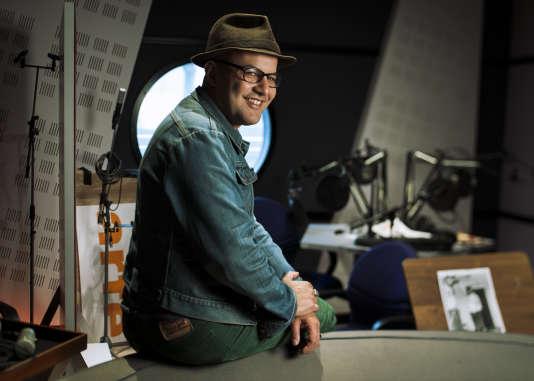 Mehdi Ahoudig dans les locaux d'Arte Radio à Issy les Moulineaux (92)