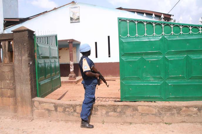 Un membre de la Minusca à Bazanga, quartier musulman de Bangui, le 3 octobre.