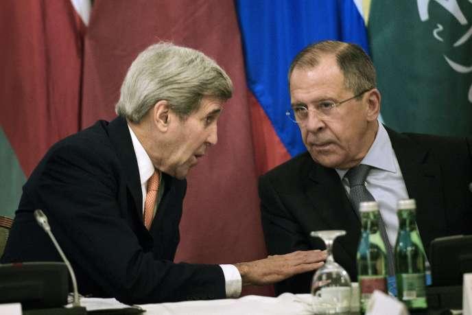 Le secrétaire d'Etat américain, John Kerry (à gauche), et son homologue russe, Sergueï Lavrov, le 30 octobre à Vienne.