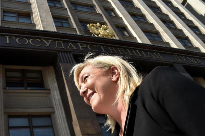 Marine Le Pen, présidente du Front national (FN), arrive à la Douma pour une réunion avec le porte-parole du Parlement de Russie, Sergueï Narychkine, le 26 mai.