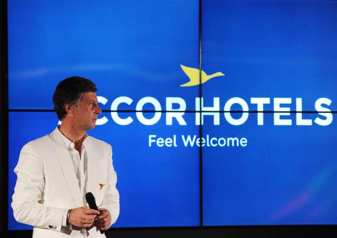 Sébastien Bazin, PDG d'AccorHotels, a annoncé, mercredi 9 décembre, le rachat du canadien FRHI, propriétaire des enseignes Fairmont, Raffles et Swissôtel, trois fleurons de l'hôtellerie de prestige.