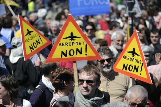 Manifestations contre le projet d'aéroport de Notre-Dame-des-Landes en 2012.