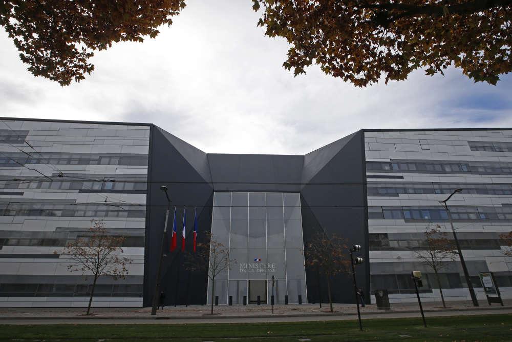François Hollande inaugure jeudi 5 novembre les nouveaux locaux du ministère de la défense, dans le 15e arrondissement de Paris. Près de 4 000 militaires et civils ont déjà pris leurs quartiers à l'Hexagone Balard.