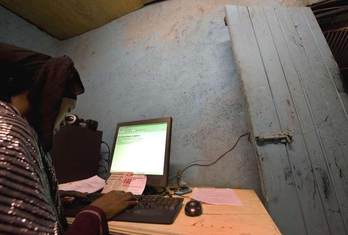 Dans un cybercafé à Nairobi, en juin 2012.