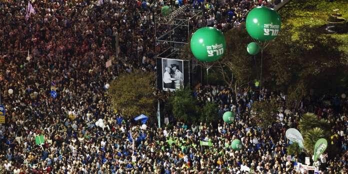 Une foule importante à Tel-Aviv rend hommage à Yitzhak Rabin
