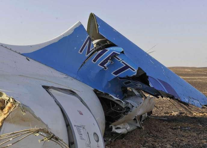 Un débris de l'Airbus de la compagnie Metrojet qui s'est écrasé, le 31 octobre, dans le désert du Sinaï.