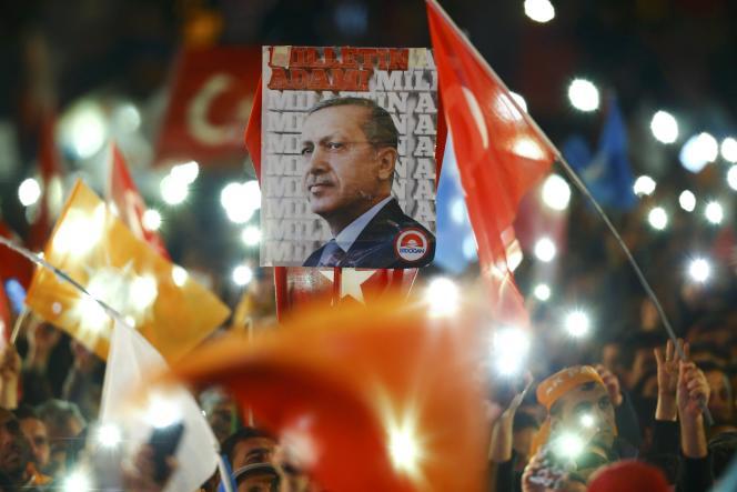Portrait de Tayyip Erdogan à Ankara, le 2 novembre.