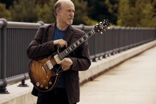 Le guitariste américain John Scofield.