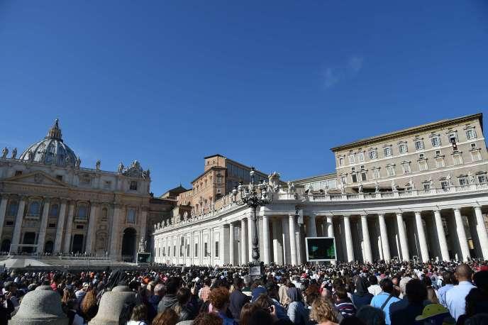 Le Vatican accuse un prélat espagnol et une experte des réseaux sociaux d'avoir divulgué des documents confidentiels du Saint-Siège.