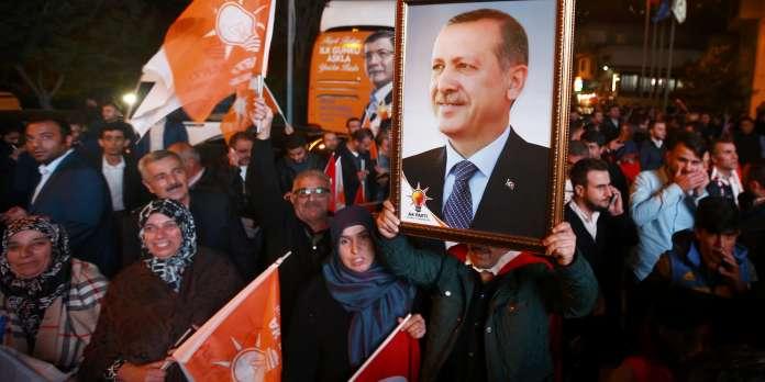 Turquie : Les islamo-conservateurs reprennent la majorité absolue au Parlement