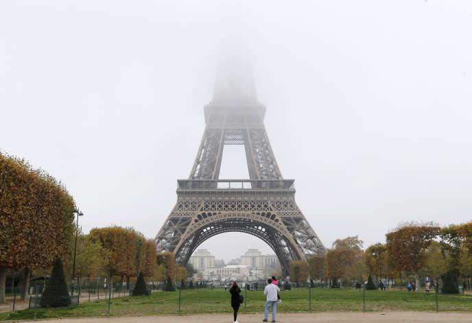 Brouillard et pollution à Paris, novembre 2015.