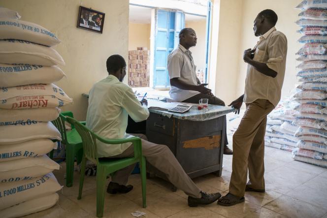 Dans le magasin de farine de Félix Lasu, dans le marché de Konyo Konyo, à Juba.