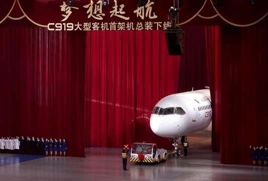 Présentation du COMAC C919 à Shanghaï le 2 novembre 2015.