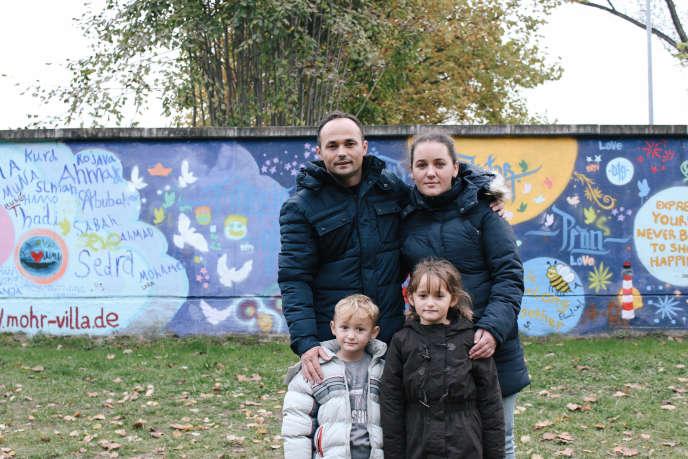 Besim, Lumturije et leurs deux enfants, Anesa et Enes, ont quitté Mitrovica, au Kosovo, le 12 février pour l'Allemagne. Ils s'apprêtent à être rapatriés.