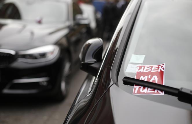 Lors d'une manifestation de chauffeurs Uber à Paris le 13 octobre 2015.