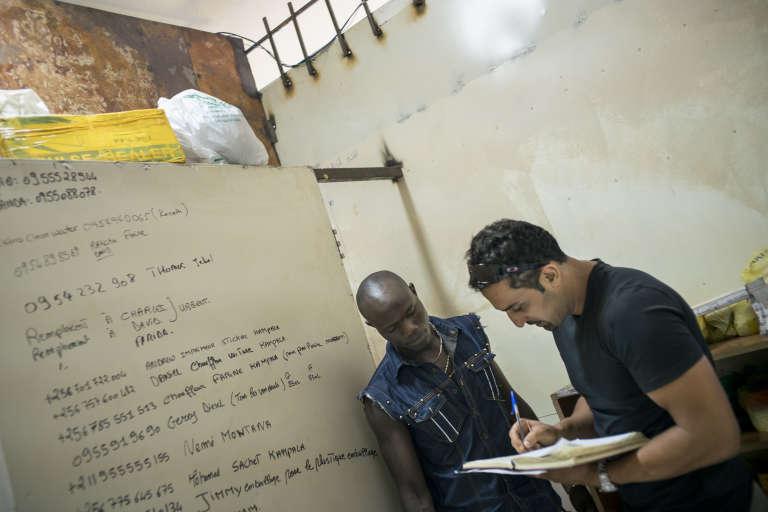 Mohamed, dans sa boulangerie, La Baguette, à Juba.