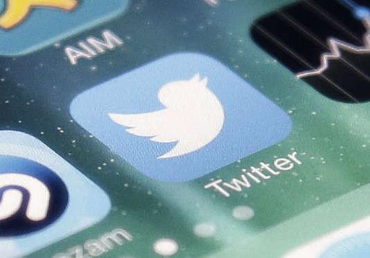Le logo de l'application Twitter sur un iPhone.