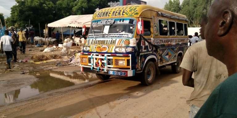 Un de ces cars rapides, à Dakar.