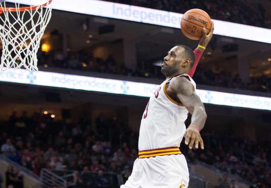 Dunk de LeBron James dans le dernier quart-temps de la victoire de Cleveland à Philadelphie