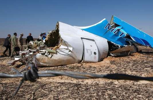 Sur le site du crash de l'Airbus A321 russe, dans le Sinai, le 1er novembre.