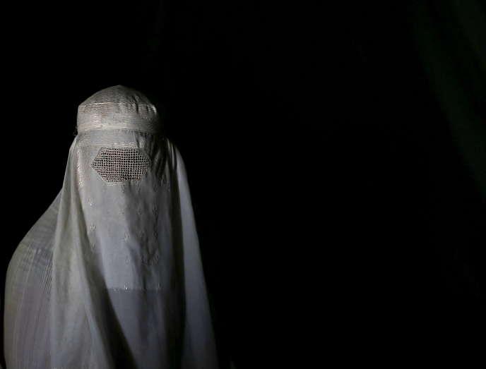 La lapidation, un châtiment prévu dans la loi islamique pour les hommes ou femmes mariés reconnus coupables d'avoir eu un rapport sexuel hors mariage, était relativement courante à l'époque où les talibans dirigeaient l'Afghanistan (1996-2001).