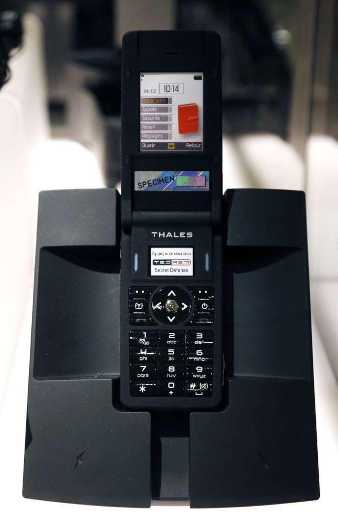 Un téléphone Teorem, à l'exposition «Le Secret de l'Etat. Surveiller, protéger, informer. XVIIe-XXe siecle»,aux Archives nationales, en 2015.