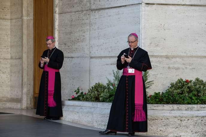 Des prélats au Vatican, le 24 octobre.