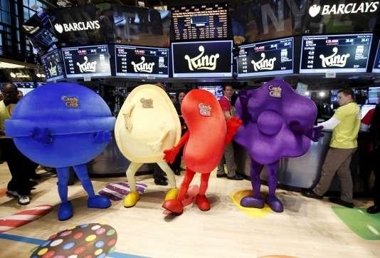 """Des mascottes déguisées en bonbons du jeu """"Candy Crush"""" lors de l'entrée en Bourse de l'éditeur King digital."""