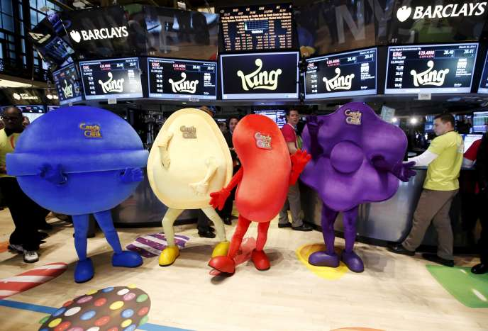 Des mascottes déguisées en bonbons du jeu