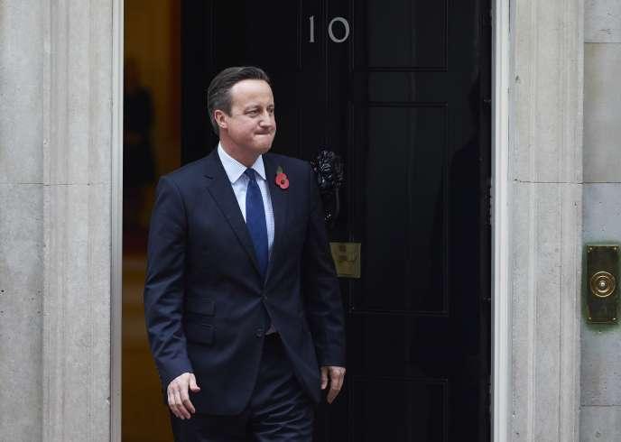 Le premier ministre britannique David Cameron, devant le 10 Downing Street, à Londres, le 3 novembre.