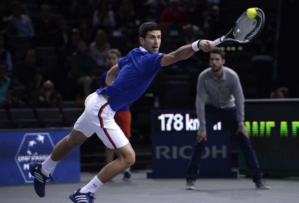 Novak Djokovic s'est qualifié pour les huitièmes de finale du Masters 1000 de Paris-Bercy aux dépens du Brésilien Thomaz Bellucci 7-5, 6-3, mardi 3 novembre. C'est le 18e match que le joueur serbe remporte consécutivement depuis la finale de l'US Open début septembre.