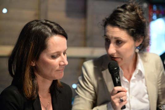 Johanna Rolland (à gauche), la maire socialiste de Nantes, et Pascale Chiron, l'élue EELV, lors d'une conférence de presse à Nantes, le 25 mars 2014.