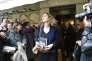 Delphine de Vigan sortant du restaurant Drouant à Paris où elle vient de recevoir le prix Renaudot, le 3 novembre 2015.