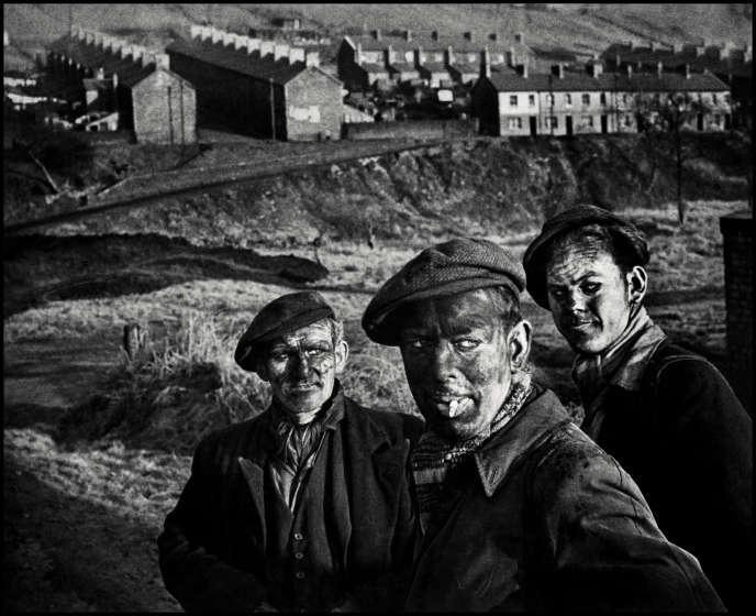 Trois générations de mineurs en 1950 au Pays de Galles.