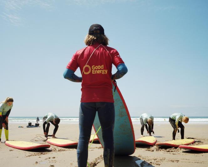 Face à l'afflux de nouveaux adeptes, des écoles de surf se sont ouvertes.