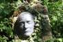 Masque mortuaire de Robert Musil, dans un parc allemand.