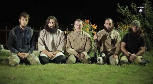 Capture d'écran de la vidéo de l'EI dans laquelle des djihadistes revendiquent être à l'origine du crash de l'Airbus russe dans le Sinaï.